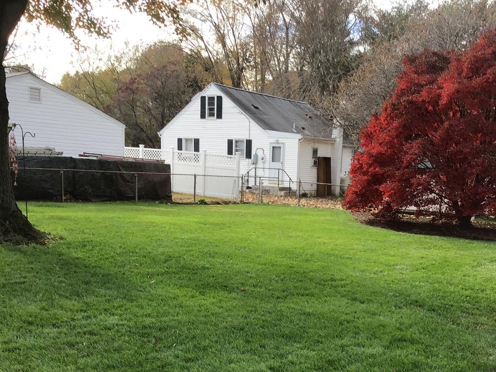 Lawn care fertilization in the fall